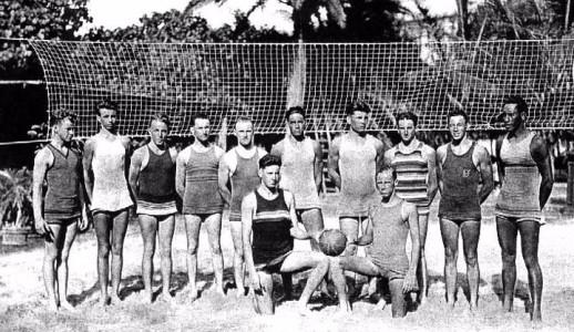 1920_Early_beach_volleyball_in_hawaii