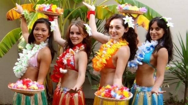 Hula-Dancers 1